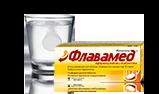Ефервесцентна таблетка се разтваря в чаша с вода, показваща дозировка на Флавамед® ефервесцентни таблетки 60mg